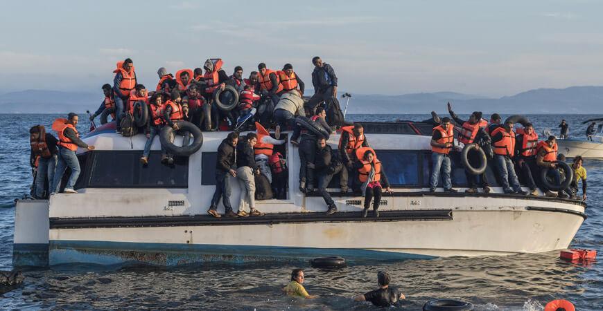 Vom Shitstorm erledigt. Auf einem Flüchtlingsboot wie diesem wurden Merkel und Erdoğan zum letzten Mal gesehen.