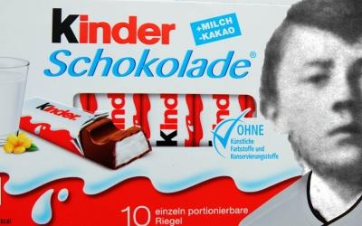 Nach vermehrten Protesten besorgter Bürger ersetzte Ferrero die Kinderbilder auf den Schokotafeln
