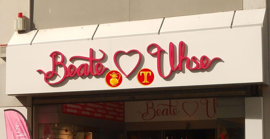 Landauf landab alles für den sexy Einkauf. Food & Porn Läden wie diesen gibt's schon bald auch bei Ihnen um die Ecke.